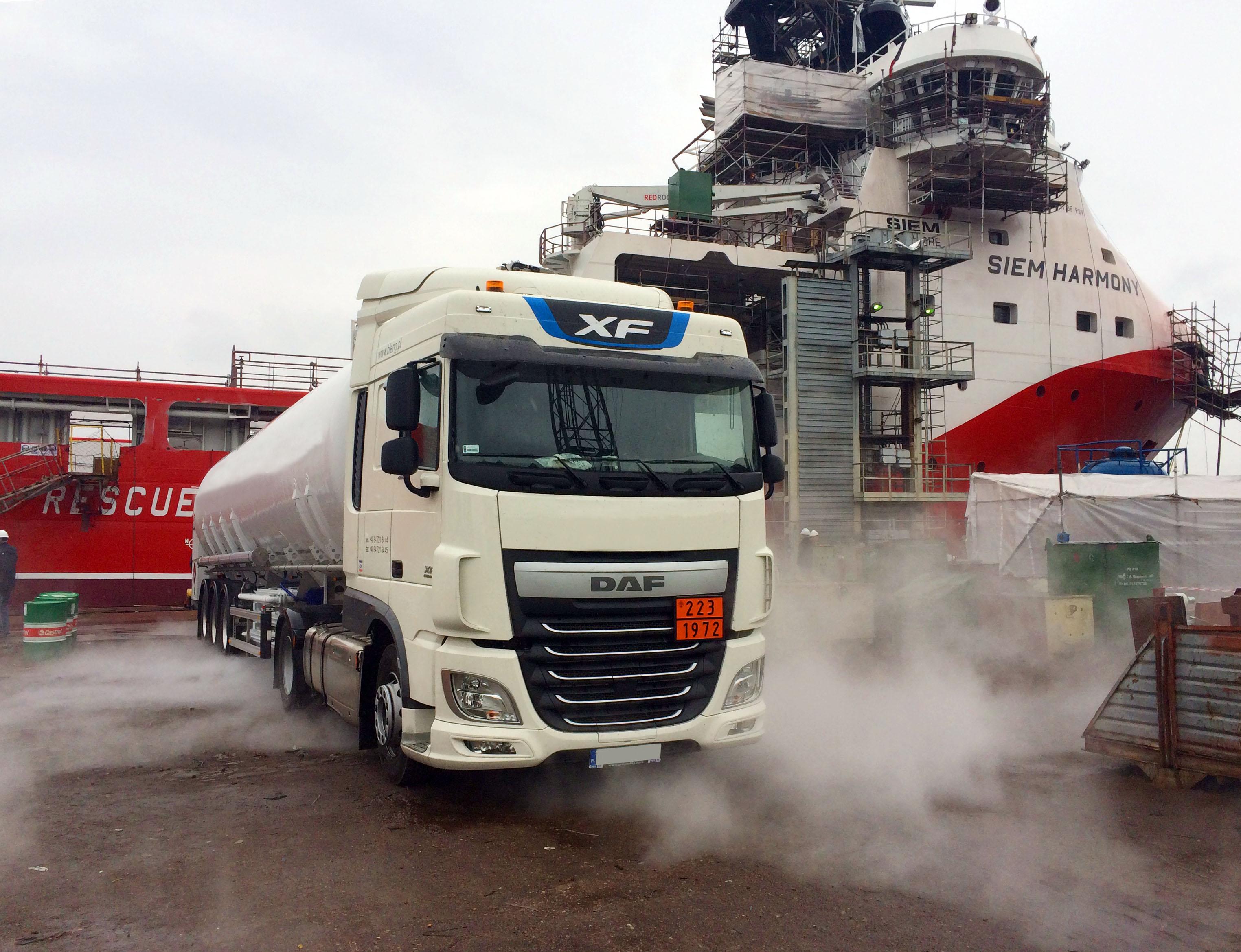 Tankowanie LNG przez statek