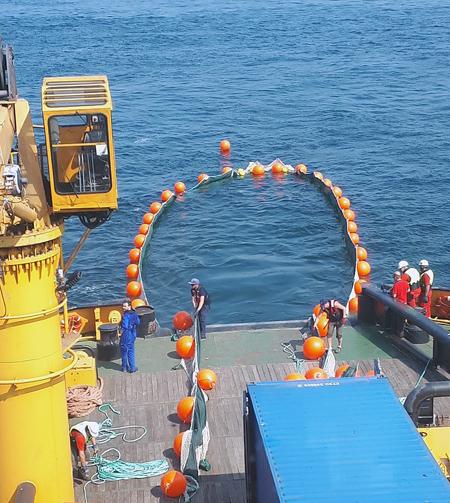 Rozwijanie systemu płytek hydrofobowych ze statku