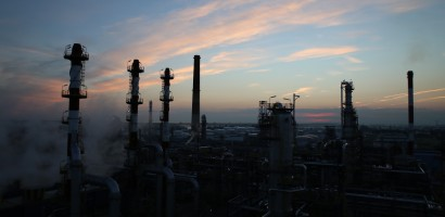Power outage halts refinery operations
